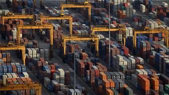 Der Rückgang der Warenexporte aus dem Kanton beträgt satte 10.8 Prozent weniger.