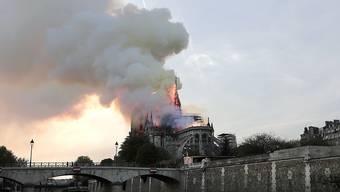 Ein Brand im vergangen April zerstörte das Dach und den Spitzturm der weltberühmten gotischen Kathedrale Notre-Dame in Paris. (Archivbild)