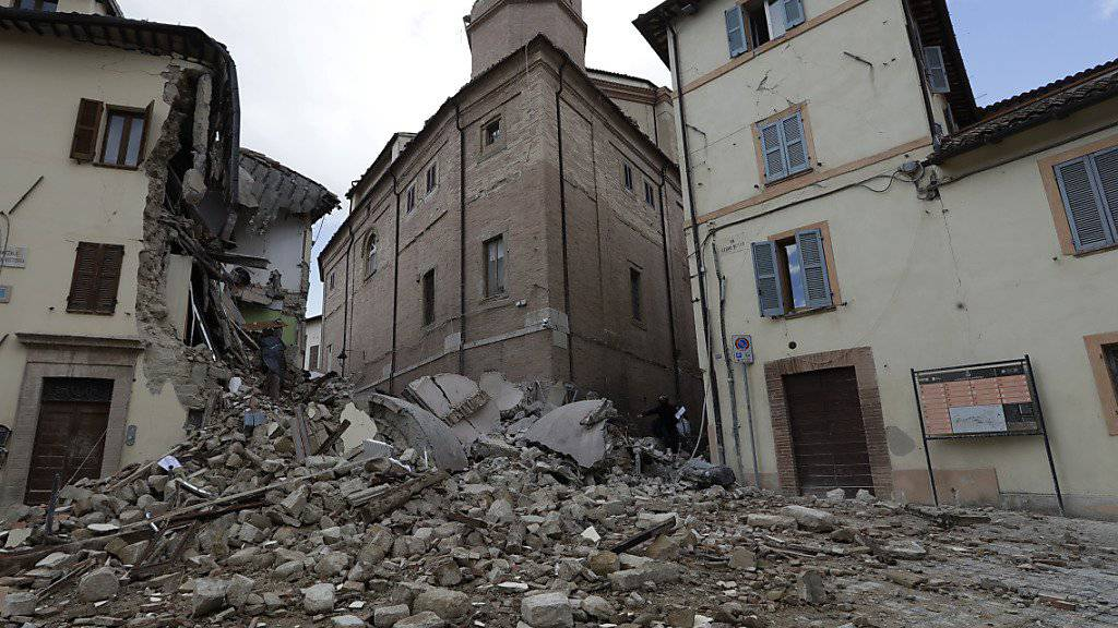 Der Kirchturm von Camerino war nach dem Erdbeben 1997 restauriert worden - er hielt dem Beben letzte Woche aber nicht stand. (Archiv)