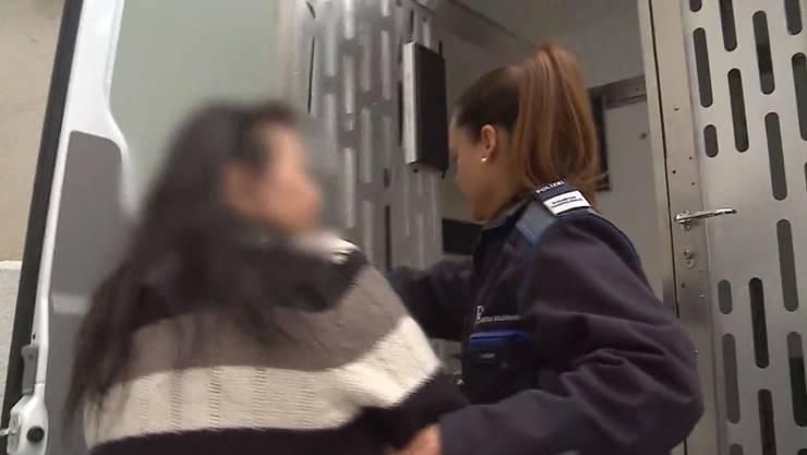 Die ehemalige thailändische Puffmutter wird nach dem Urteil des Obergerichts zurück ins Gefängnis gebracht. Nun muss sie die Schweiz verlassen.