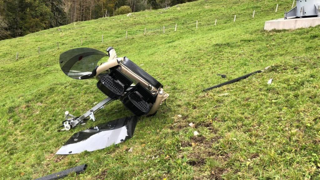 Die zerstörte Gondel der Rotenfluebahn nach dem Absturz. 35'000 Franken kostet eine Gondel.