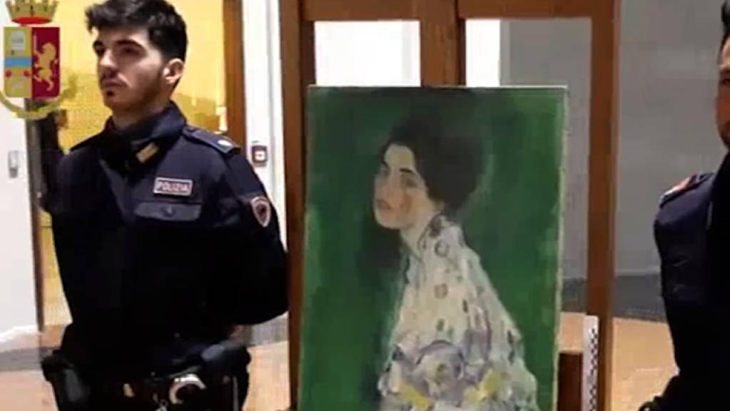 Das Gemälde «Bildnis einer Frau» war im Dezember nach fast 23 Jahren im Garten des Museums Ricci Oddi in Piacenza aufgetaucht. Dort war es 1997 verschwunden. (Archivbild)