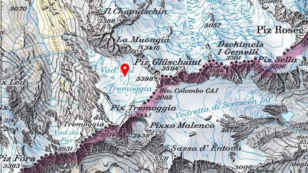 Auf dem Gletscher Vadret dal Tremoggia (roter Pfeil) nahe der italienischen Grenze wurde am Freitag ein toter italienischer Bergtourengänger entdeckt.