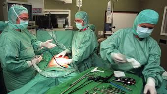 Das Aargauer Gesundheitsdepartement ist nicht begeistert, dass das Kantnosspital Baden und Hirslanden in der hochspezialisierten Bauchchirurgie kooperieren.