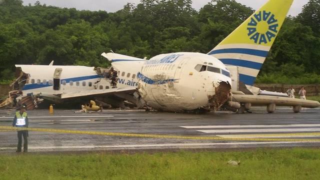 Boeing nach der Bruchlandung in Kolumbien