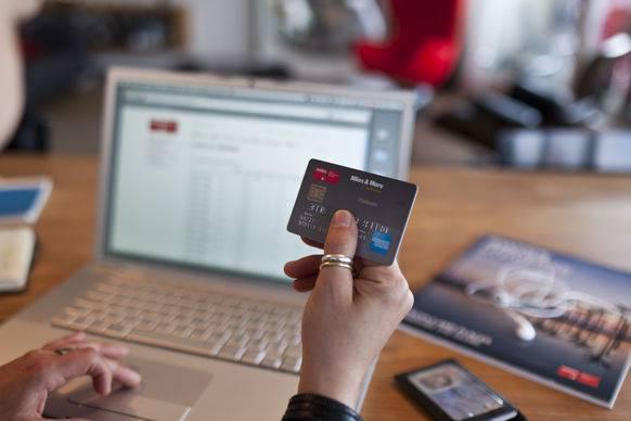 Kreditkarteninformationen seien nicht gestohlen worden, denn diese Daten seien gar nicht im Digitec-System gespeichert, schrieb der Online-Händler. «Wir haben auch keine Hinweise darauf, dass Login-Daten entwendet wurden.»