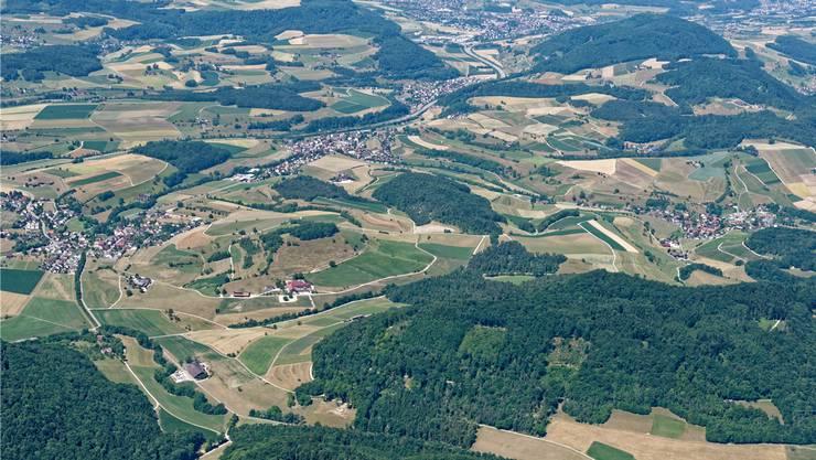 Die Bewohner von Effingen, Bözen, Hornussen und Elfingen (v.l.) werden erneut befragt, wie die Gemeinde nach der geplanten Fusion heissen soll. Gerry Thönen/Archiv