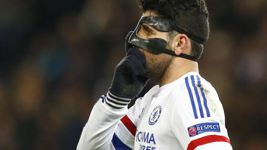 Diego Costa, wegen eines Nasenbeinbruchs mit Gesichtsmaske, legt den Fokus auf den FA Cup