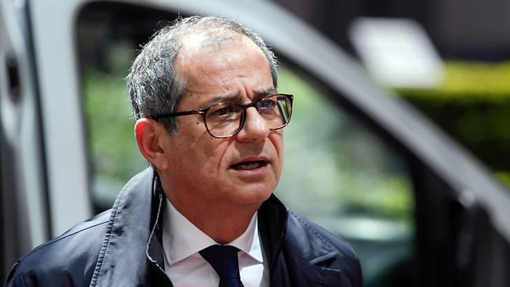 """Nach der Empfehlung der EU-Kommission wegen der hohen Staatsverschuldung ein Defizitverfahren gegen Italien einzuleiten, führt der italienische Wirtschaftsminister Giovanni Tria (im Bild) nach eigenen Angaben mit Brüssel einen """"konstruktiven Dialog. (Archivbild)"""