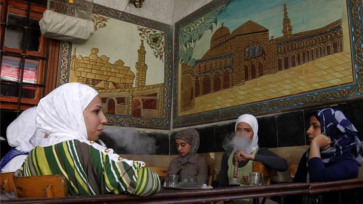 Café in Damaskus: Diese Erinnerung nutzt Lubna Abukhair für ihr Theaterstück.
