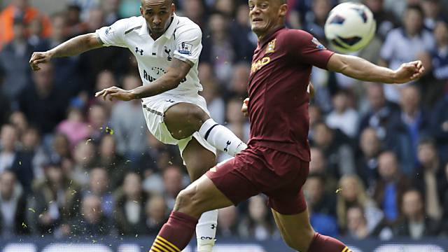 Tottenhams Jermain Defoe gelingt mit diesem Schuss das 2:1
