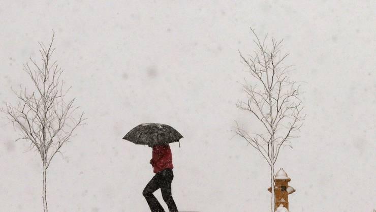 Auch wenns kalt und ungemütlich ist, empfiehlt Psychiater Christian Cajochen, im Winter raus zu gehen, um dem Winterblues vorzubeugen.