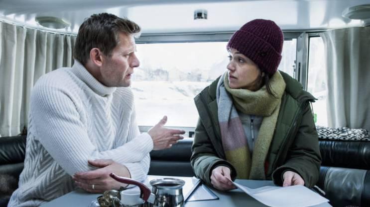 Ein Authentisches Duo: Marcus Signer als Manfred Kägi und Sarah Spale als Rosa Wilder in der SRF-Serie «Wilder».