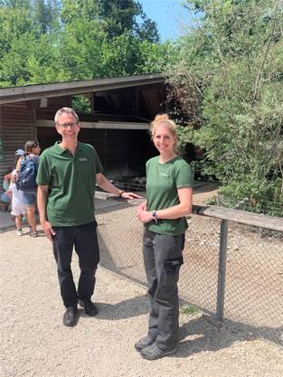 Stadtoberförster Fabian Dietiker und Tierpflegerin Alessandra Hug.
