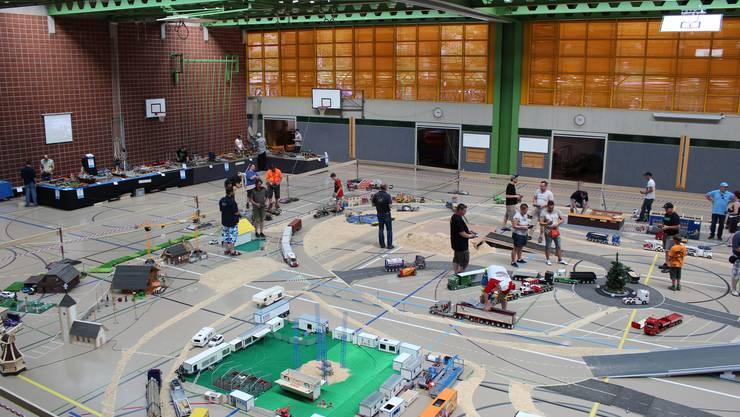 In der Turnhalle war ein riesiger Parcours aufgebaut.