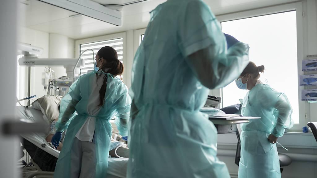 Der Antikörper-Cocktail von Roche und Regeneron zur Behandlung von Covid-Patienten hat nun erstmals die Zulassung einer Heilmittelbehörde erhalten. (Symbolbild)