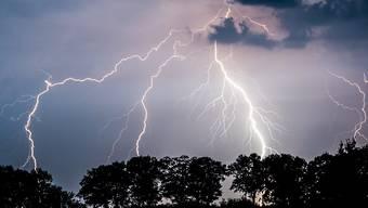 Auf die Hitzeperiode kommt es heute möglicherweise zu heftigen Gewittern