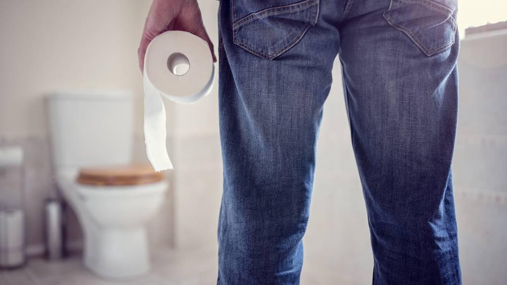 Pro Jahr spülen St.Galler fast 50 Franken die Toilette hinab. (Symbolbild)