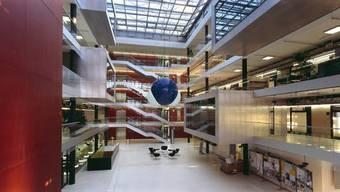 Blick ins Hauptgebäude des Wasserforschungsinstitut des ETH-Bereichs (Eawag).