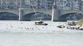 Frau aus dem Rhein gerettet. (Symbolbild)