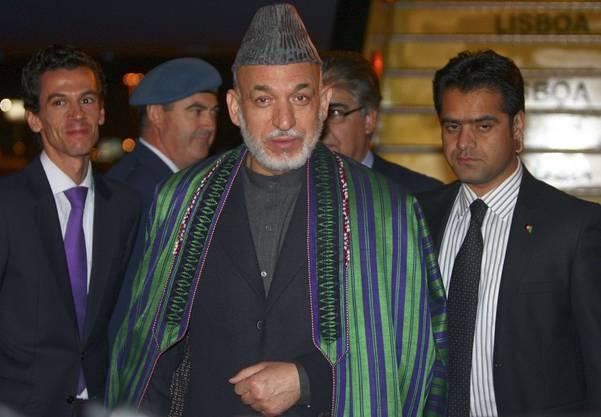 Der afghanische Präsident Hamid Kharzai kommt in Lissabon an.