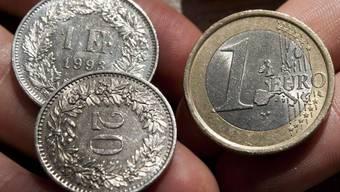 Nähert sich der Wert des Schweizer Frankens bereits dem einstigen Mindestkurs?