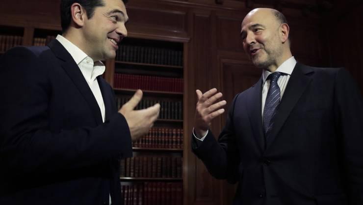 Alexis Tsipras (links) und Pierre Moscovici am Dienstag bei ihrem Treffen in Athen.