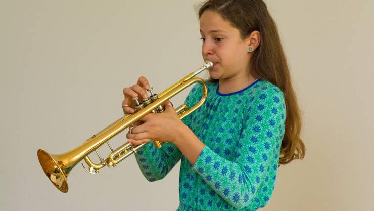 Aliya Kammerer, Trompete, hat die Stufe 4 erfolgreich bestanden.
