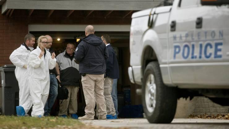 Polizisten untersuchen den Tatort, nachdem eine Schweizer Familie im US-Bundesstaat Utah tot aufgefunden wurde.