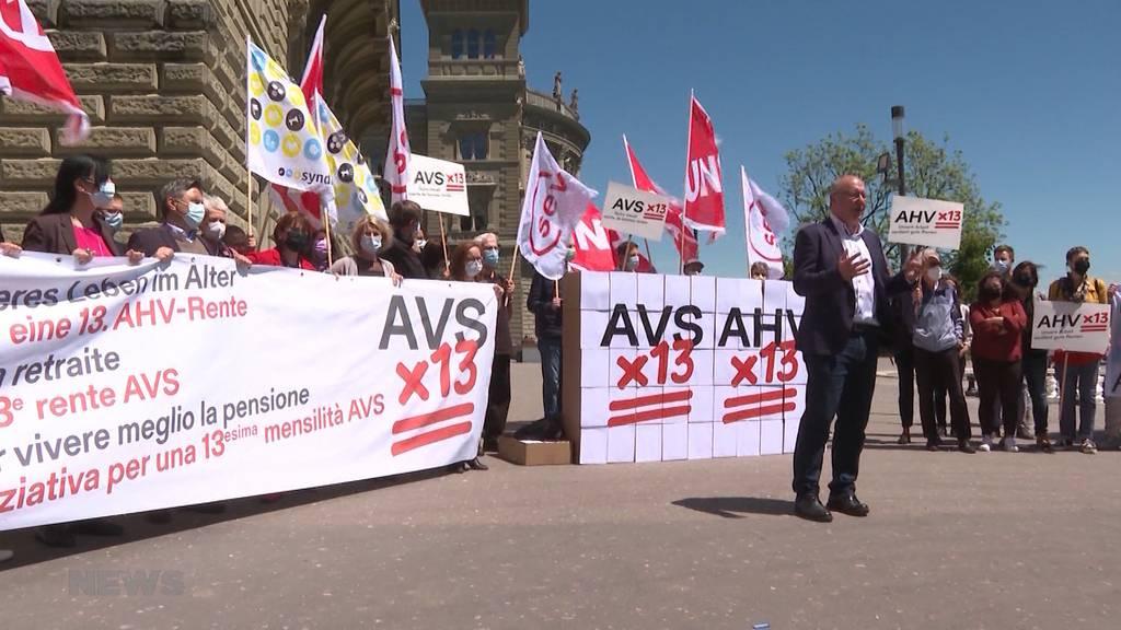 Initiativ-Komitee reicht Unterschriften für 13. AHV-Rente ein