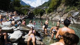 Wird die anrollende Hitzewelle die Rekorde der Hitzesommer 2003 und 2015 egalisieren? Zu schlagen gilt es 41,5 Grad, die am 11. August 2003 in Grono im bündnerischen Misox gemessen wurden sowie auf der Alpennordseite 39,7 Grad, gemessen am 7. Juli 2015 in Genf. (Symbolbild)