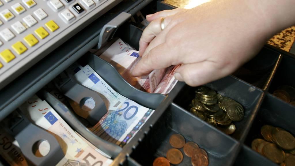Inflation in der Eurozone zieht erneut an. (Archiv)