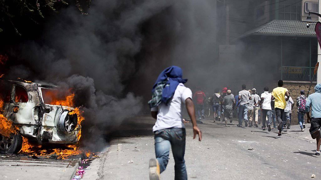 Proteste in Port-au-Prince gegen die Erhöhung der Benzinpreise