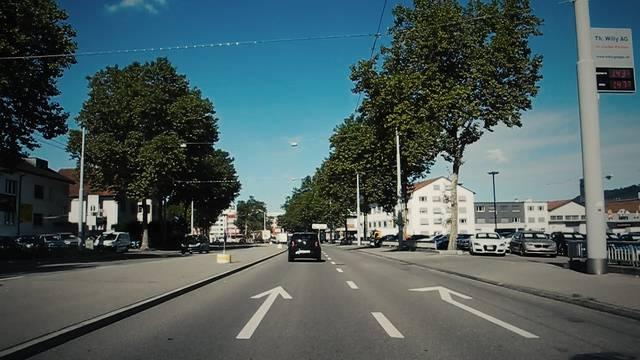 NEUES VIDEOS VERWENDEN Eine Fahrt mit der Limmattalbahn gefällig? Die geplante Strecke im Schnelldurchlauf – inklusive Haltestellen.