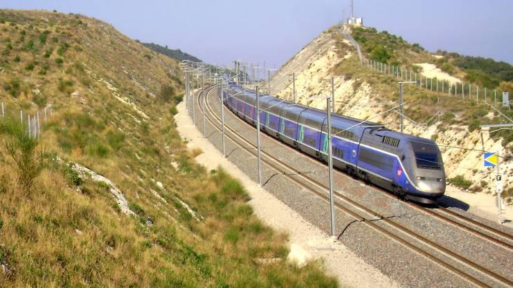 Der TGV verkehrt mit bis zu 320 Stundenkilometern.