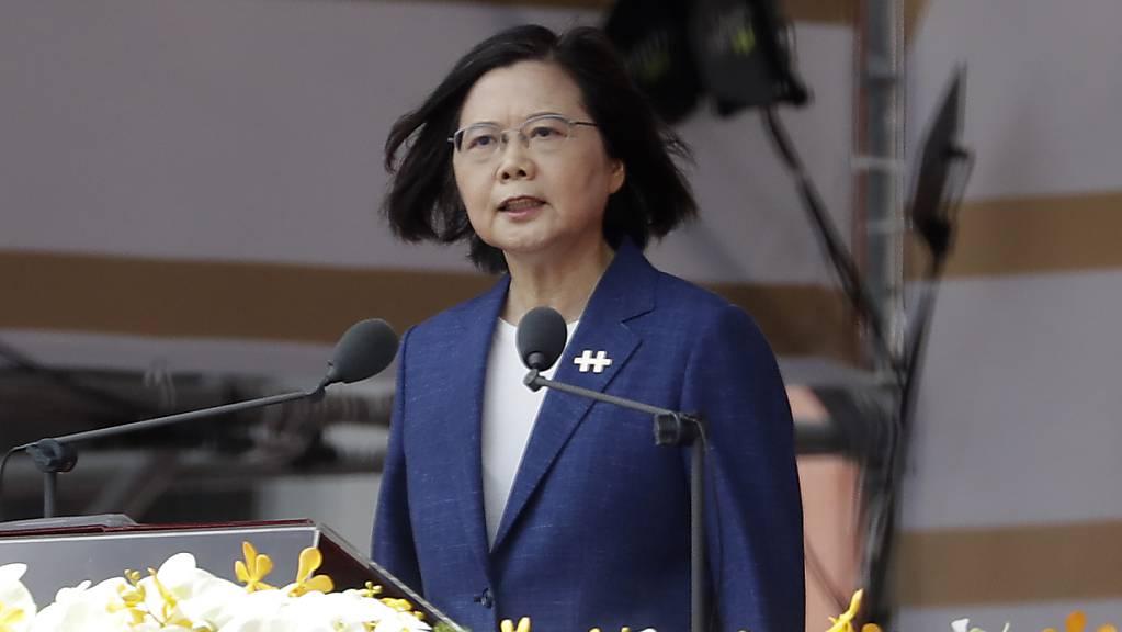 Taiwans Präsidentin Tsai Ing-wen hat die Forderung von Chinas Staats- und Parteichef Xi Jinping zur «Wiedervereinigung» zurückgewiesen.