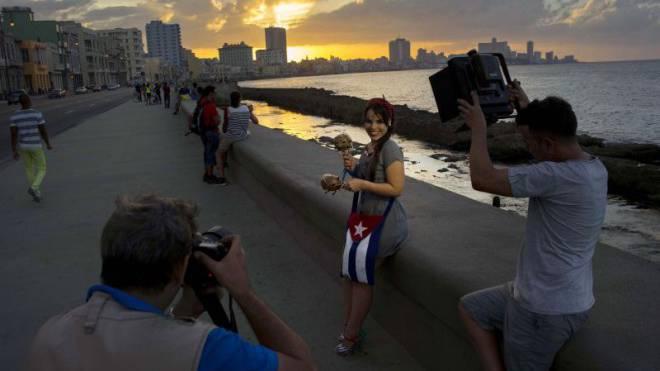 Lauter glückliche Menschen: In Kuba (im Bild die Promenade von Havanna) wird den Menschen medial ein sorgenfreier Alltag vorgespielt. Foto: Keystone