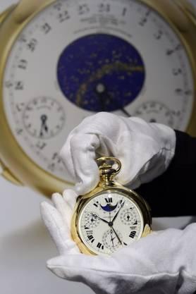 Stolze 24 Millionen Euro kostet diese goldene Taschenuhr der Marke Patek Philippe.