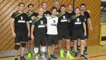 Geschlossene Leistung: Bei den Herren freuen sich die Spieler des VBC Windisch (2. Liga) über ihren Einzug in den Final des Aargauer Cups 2017 vom 26. März in Zofingen.