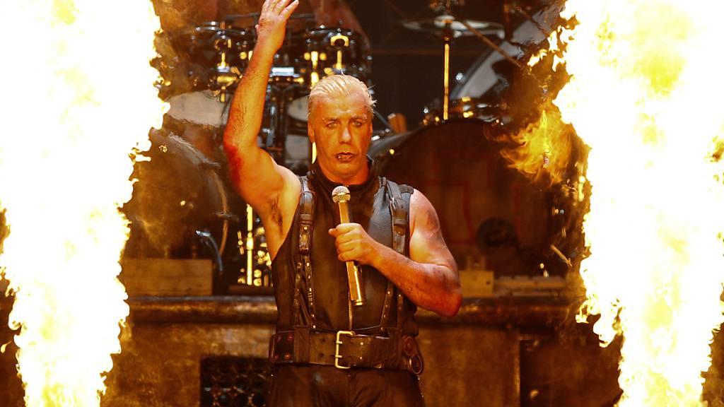 ARCHIV - Rammstein-Sänger Till Lindemann tritt im kommenden Sommer solo auf dem Wacken-Festival auf. Foto: Axel Heimken/dpa