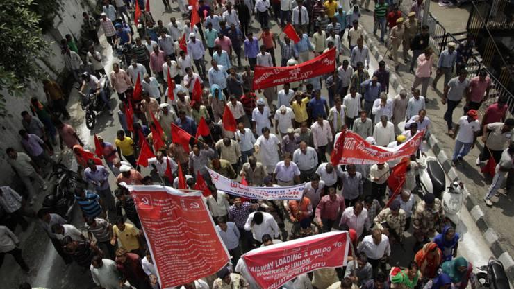 Auch in der Stadt Jammu legten unzählige Angestellte des öffentlichen Dienstes ihre Arbeit nieder und gingen auf die Strasse.