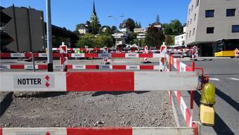 Für ein Wochenende keine Durchfahrt: Der Kreisel Muripark wird fertiggestellt. ES