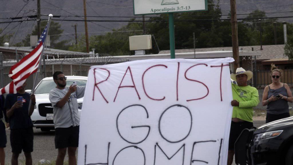 Proteste und Kritik bei Trumps Besuch in Dayton und El Paso