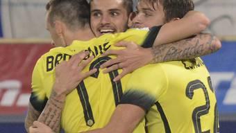 Von seinen Teamkollegen gefeiert: Inters einziger Torschütze Mauro Icardi (Mitte)