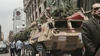 Nach den Anschlägen auf koptische Kirchen haben ägyptische Sicherheitskräfte in der Provinz Assiut sieben angebliche IS-Anhänger getötet. (Bild vom Stadtzentrum in Kairo mit Sicherheitskräften)