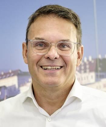 Ich arbeite seit 19 Jahren beim Gewerbeverband BS als Leiter Berufsbildung. Ich bin HR-Fachmann und habe eine betriebswirtschaftliche Ausbildung. Von 1990 bis 1994 war ich als Spieler beim FC Basel, seit 2008 engagierter Vorstand.