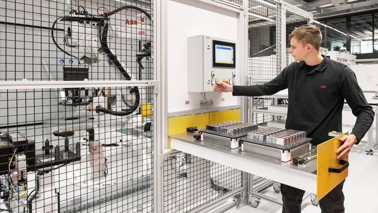 ABB fertigt in einer neuen Produktionsstätte in Baden Energiespeichersysteme für Bahnen, Elektro- und Trolleybusse sowie Elektro-LKWs.