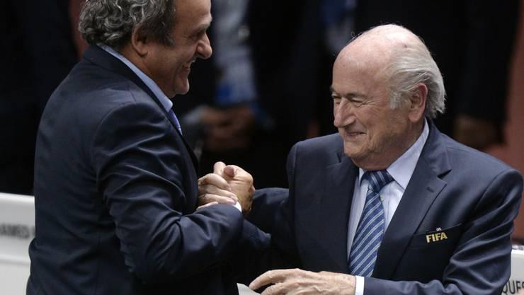 Michel Platini und sein Mentor Sepp Blatter kamen gleichzeitig zu Fall