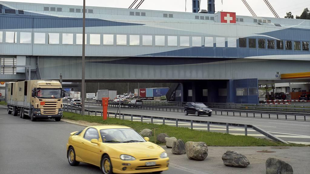28-Jähriger durchbricht Grosskontrolle in Neuenhof