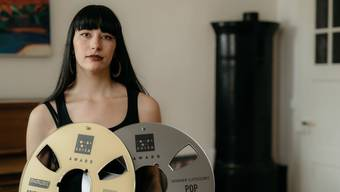 Die Neuenburgerin Giulia Dabalà gewinnt den Preis für den besten Newcomer-Song 2020.